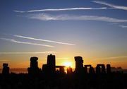medium_180px-Summer_Solstice_Sunrise_over_Stonehenge_2005.jpg
