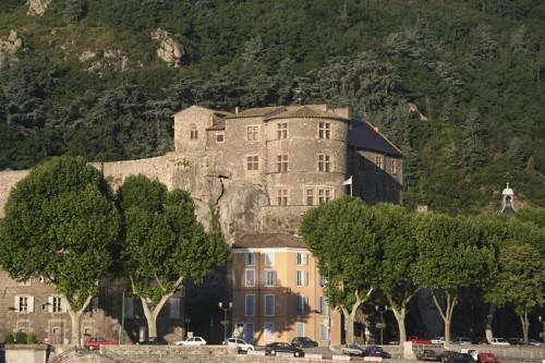 Chateau_tournon-4.jpg