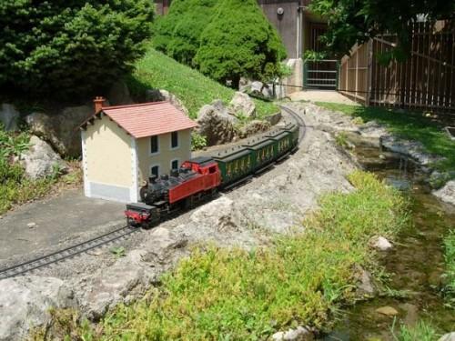 tn_train.jpg